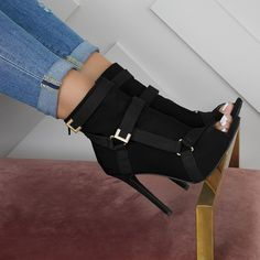 When you like black shoes but don't want nothing basic! Hot Shoes, Women's Shoes, Me Too Shoes, Black Shoes, Shoes Sneakers, Dance Shoes, Heeled Boots, Bootie Boots, Shoe Boots