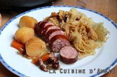 Chou vert braisé aux saucisses No Salt Recipes, Pasta Recipes, Regional, Lamb Sauce, French Food, 20 Min, Food Hacks, Coco, Nutella