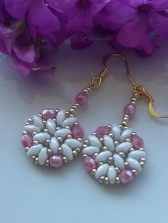 Lovely beaded earrings! Could change the colors so that the center superduos indicate the outter superduos to either side of them. Can do this to create a four-color ring? Just a thought!