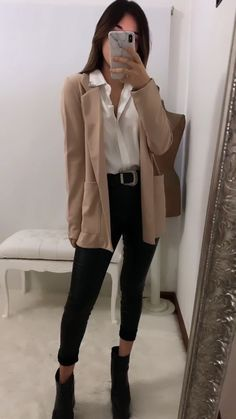 Classic Work Outfits, Stylish Work Outfits, Cute Casual Outfits, Chic Outfits, Fashion Outfits, College Outfits, Office Outfits, Outfits Kawaii, Look Formal