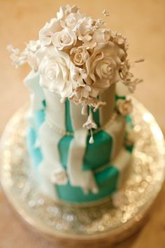 Tiffany blue, ribbons & a floral topper like this? Yep, we're pretty much in love with this Dewey Seasons Hotel Boston cake! Gorgeous Cakes, Amazing Cakes, Wedding Trends, Wedding Venues, Tiffany Blue Cakes, Cupcake Cakes, Cupcakes, Cake Gallery, Four Seasons Hotel