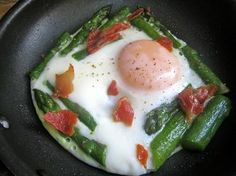 Eggs With Asparagus And Proscuitto. I Like Easy Healthy Recipes Like This. - Click for More...
