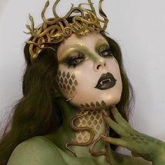 🐍Queen of Snakes 🐍 So happy with how this turned out! I made the crown with little snakes from the Dollar Tree 😂 Fangs, hair color and… Medusa Makeup, Makeup Art, Eye Makeup, Medusa Costume Makeup, Masquerade Mask Makeup, Medusa Halloween Costume, Halloween Makeup Looks, Snake Costume, Fairy Halloween Costumes