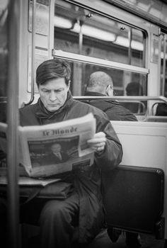 """Le lecteur  du Monde - New pic """"Le lecteur du Monde"""" Paris, 2015 Olympus OM4-TI Kodak film TX 400 - Scan Imacon X1"""