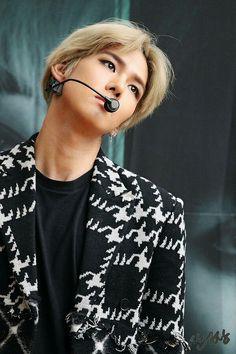 Song Kyungil 송경일    History    1987    183cm    Main Dancer    Vocal    Rapper    Leader