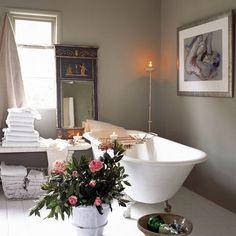 Bathroom: Bohemian: Rolltop bathub