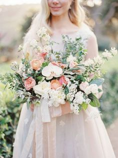 Peach inspired wedding bouquet | Image by Anna Tereshina Photography