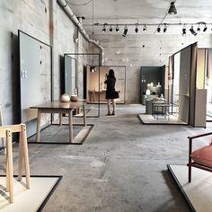Da er @norwegianpresence standen klar! Så mange flotte interiører og farger. Vi gleder oss til mye besøk. ❤️ Hvis du er i Milano, tag gjerne bildene med #NorwegianPresence og #jotun  Styling: @kraakvikdorazio #ColoursByJotun #VenturaLambrate #Milano #NorwegianIcons #NorwegianCrafts #klbbn #jotun #jotunlady #trender #craft #maling