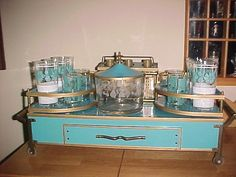 VTG MID CENTURY COMPLETE BAR TURQUOISE TABLE TOP DECANTERS, GLASSES, ICE BUCKET