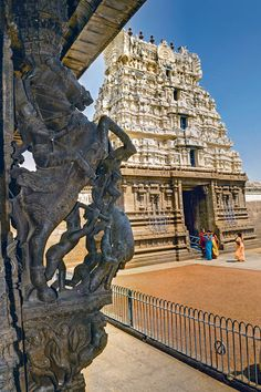 Discover The Old-World Allure Of Vellore Ramanathaswamy Temple, Hindu Temple, Indian Temple Architecture, Religious Architecture, Living In Jamaica, Temple Design, Beautiful Sites, Place Of Worship, India Travel