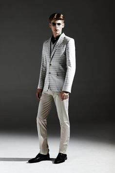 I love this blazer. The mix of colors + prints is beautiful and classic and subtle. Jonathan Saunders