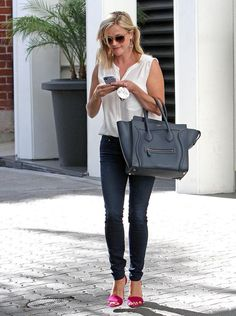 Celebrity Fashion and Style - Reese Witherspoon - Skinny Jeans, White Blouse, Black Leather Satchel, Pink High Heel Shoes