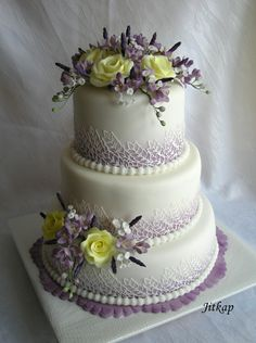 wedding cakes lavender White over faded purple border. I like the way there is color at the base of the cake. Wedding Cake Photos, Beautiful Wedding Cakes, Gorgeous Cakes, Wedding Cake Designs, Pretty Cakes, Amazing Cakes, Bolo Fack, Purple Cakes, Just Cakes