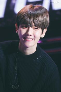 he has the cutest smile hes so uwu ~ㅠㅠ~ Baekyeol, Baekhyun Chanyeol, Kris Wu, Kai, Hyun Kim, Kim Minseok, Exo Korean, Kpop Exo, Exo Members