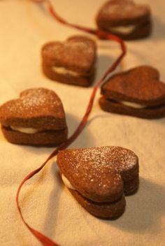 バレンタイン♡チョコサンドクッキー Sweets Recipes, Bread Recipes, Cooking Recipes, Dinner Recipes, Sweets Images, Biscuits, Heart Cookies, Valentine Treats, Sandwich Cookies