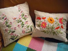 Capa de Almofada. Flores bordadas. Bordado - Embroidery - almofada bordada