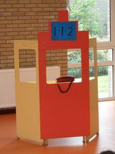 Het thema 112 spreekt erg aan en biedt veel mogelijkheden voor spel. Je kunt het thema in het geheel doen maar ook als een apart item: politie of brandweer. Op deze pagina kun je genoeg ideeën vinden. Ontwerpschema en groepsplan Ontwerpschema 112 Ontwerpschema en groepsplan de brandweer Doel van het project Met het thema 112...  Lees meer »