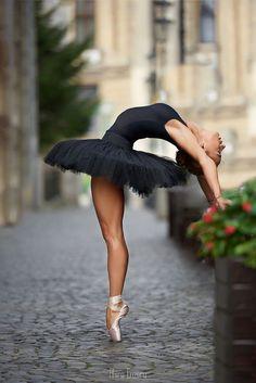 Photography Street Dance Music Ideas For 2019 Dance Photography Poses, Dance Poses, Sport Photography, Ballerina Photography, Black Photography, Photography Ideas, Street Dance, Street Ballet, Street Art