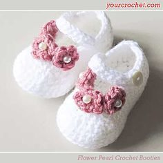 Baby Crochet booties are perfect for your little one's feet. Here's the free pattern:Materials: 1 Skein White Yarn (I used Charity Double Knit) 1 Skein P Baby Girl Crochet, Crochet Baby Shoes, Newborn Crochet, Crochet For Kids, Free Crochet, Crochet Granny, Crochet Flower Hat, Crochet Baby Booties, Crochet Slippers