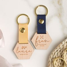 Laser Cut Wood, Laser Cutting, Bee Gifts, Diy Schmuck, Leather Keychain, Simple Gifts, Key Rings, Leather Craft, Customized Gifts