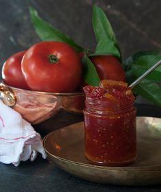 Μαρμελάδα ντομάτας με φέτες λεμονιού