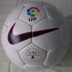 El balón Nike Geo, de la temporada 1996/97 | Microbio Comunicación