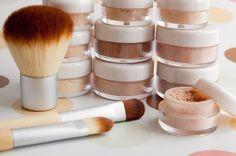 Podkłady mineralne! Pora kupić dla siebie :)   http://dailystyle.pl/podklady-mineralne-rewolucja-w-makijazu/