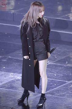 Pussy Bow Top Fashion of Mamamoo Moonbyul South Korean Girls, Korean Girl Groups, Cosmic Girl, Lee Hi, Mamamoo Moonbyul, Cute Hamsters, Bow Tops, Korean Star, Soyeon
