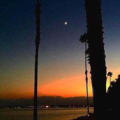 When the moon chases the sun over tge horixon... #missionbayrvresort #missionbay #moondance #sunchaser #endlesssummer #sd #sandiegoartist #sandiego #socal #rvlife #rvlifeclub #willieguerry #sunset #harvestmoon #neilyoung #lajolla #deanzacove #lajollalocals #sandiegoconnection #sdlocals - posted by Willie Guerry  https://www.instagram.com/willinks. See more post on La Jolla at http://LaJollaLocals.com