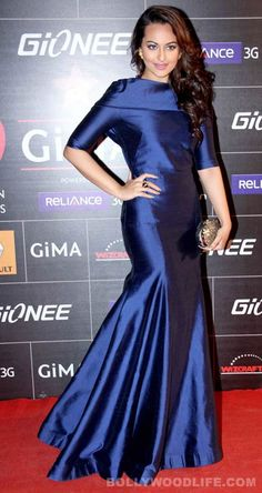 Sonakshi Sinha strikes a pose in a Gauri and Nainika gown at GIMA 2014!