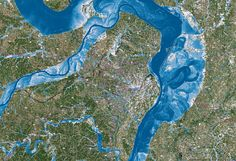 This is a calculated flood map for the city of St. Water depth goes from deep (dark blue) to shallow (white, light blue). Floodwater can come from the Illinois, Upper Mississippi and Missouri rivers, as well as from heavy local precipitation.