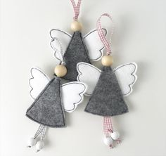 In this DIY tutorial, we will show you how to make Christmas decorations for your home. The video consists of 23 Christmas craft ideas. Ornament Crafts, Diy Christmas Ornaments, Christmas Projects, Felt Crafts, Christmas Crafts, Christmas Makes, Felt Christmas, Homemade Christmas, Angel Decor