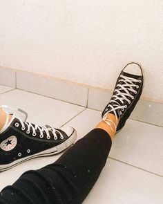 Outfits With Converse, Converse All Star, Converse Chuck Taylor, Tenis Converse, Vans, Pilates Videos, Creative Shoes, Only Shoes, Mode Hijab