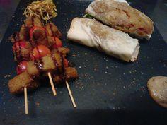 Spiedini di seitan fatto in casa con involtini di verdure saltate con spezie e lemongrass,  salsa di arachidi e latte di cocco.