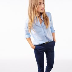 The Perfect Oxford Shirt by Gant Tomboy Fashion, Fashion Moda, Work Fashion, Blue Shirt Outfits, Tucked In Shirt Outfit, Blue Oxford Shirt, Women's Oxford Shirts, Oxford Blue, Mode Bcbg