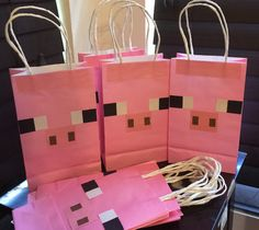 Pink Pig goodie bags with handles by Theperfectpinata on Etsy Minecraft Party Favors, Minecraft Birthday Party, Minecraft Crafts, 9th Birthday Parties, Pig Birthday, Slumber Parties, Party Favor Bags, Goodie Bags, Diy Birthday Favors