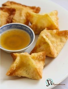 Crab Rangoon, aka Cheese wonton or Chinese cheese puff, is a famous American Chinese appetizer where golden crispy outer wonton shell meets the addictive creamy cheese filling.