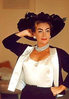 Joan Crawford's pearl necklace and diamond statement earrings #JoanCrawford #pearls #diamonds