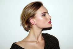 idea for growing out short hair Short Hairstyles For Women, Cool Hairstyles, Short Haircuts, Growing Out Short Hair Styles, Chin Length Hair, Short Brown Hair, Lob Hairstyle, Gorgeous Makeup, Perfect Makeup