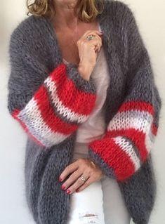 Knit Fashion, Sweater Fashion, Look Fashion, Fashion Outfits, Crochet Cardigan, Crochet Shawl, Knit Crochet, Crochet Style, Gros Pull Mohair