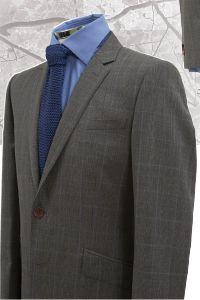 Costumes 2 pièces, réalisé dans un Prince de Galles riche dans un camaïeu de gris avec un filet bleu, mis en valeur par une chemise bleu dur. Veste 2 boutons, col tailleur,revers de veste à 6 cm, poches inclinées à rabat. Revers, Single Breasted, Suit Jacket, Costumes, Jackets, Collection, Fashion, Gray, Prince Of Wales