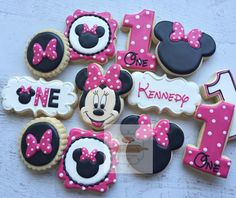 "443 Likes, 22 Comments - Natasha (@natsweets) on Instagram: ""Minnie Mouse cookies! I  these! @dkaydesigns #natsweets #minniemouse #minniemousecookies…"""