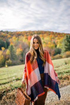 Gal Meets Glam Sugarbush Farm - Old Navy Cape, Turtleneck & Pants c/o Gal Meets Glam, Fall Winter Outfits, Autumn Winter Fashion, Winter Style, Autumn Style, Coco Chanel, Preppy Style, My Style, Classic Style