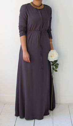 Islamitische mode. Aubergine grijze abaya dress. www.moumina.com. Islamic fashion.