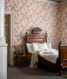 The wallpaper Britas Hus - from Duro is a wallpaper with the dimensions . The wallpaper Britas Hus - belongs to the popular wallpaper collection Ga Brita, Baby Barn, Interior Architecture, Interior Design, Vintage Interiors, How To Make Bed, Elle Decor, My Dream Home, Sweet Home