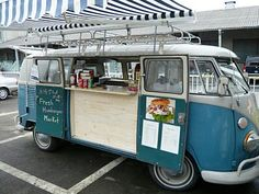 non-modified VW bus with counter added inside. Counter space below could also have thin gutter shelves for display. Being a van already means no need to buy a separate car like a trailer. Volkswagen Bus, Vw T1, Vw Camper, Party Bus, Kombi Food Truck, Foodtrucks Ideas, Food Vans, Car Food, Catering Van