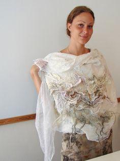 Tatiana Barry, Vilte and Irit Dulman International workshop in Cyprus Nuno Felting, Needle Felting, Textiles, Mode Chic, Felting Tutorials, Fabric Manipulation, Felt Art, Diy Clothing, Felt Flowers