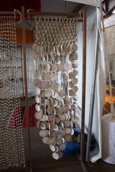 Design organique : sélection de quelques meubles et pièces faits à la main présentés à la foire Field and Supplyà New York