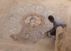 New Mosaic found in Zeugma : Zeugma-Mosaic-Cleaning archeology.org