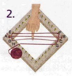 Es un telar de 50 cm x 50 cm para la urdimbre utilicé boucle fino y para el tejido un cahsmilon fino. Tejí dos cuadrados iguales. y luego l... Weaving Yarn, Tapestry Weaving, Weaving Projects, Weaving Techniques, Yarn Crafts, Rugs On Carpet, Diy Tutorial, Fiber Art, Crochet Necklace